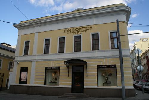 13b3107e788e Louis Vuitton объявил об открытии обновленного и расширенного магазина в  ГУМе. «За десять лет российские клиенты очень изменились, у них появились  ...