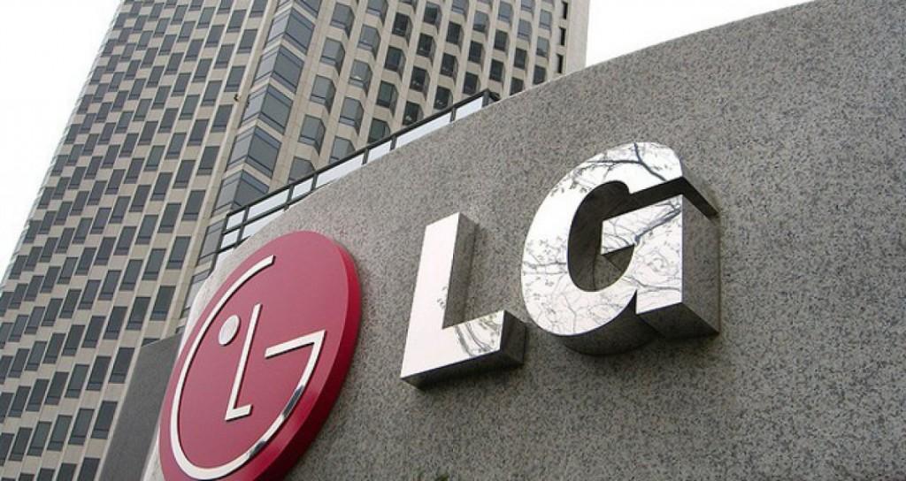 LG готовится презентовать смартфон с тремя экранами
