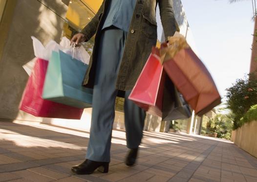 Nielsen: глобальный потребитель не захотел расставаться с деньгами в праздничный сезон 2013 года