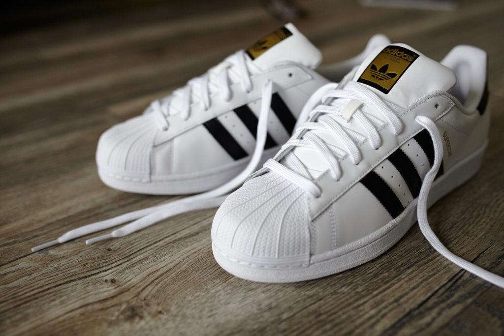 Adidas ставит на онлайн-продажи - Информационный портал fb3664a1c44d5