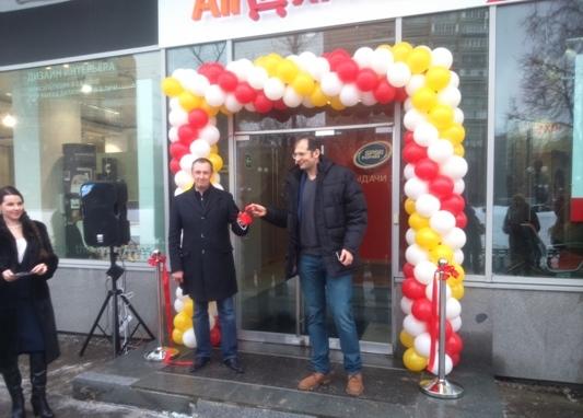 SPSR Express и AliExpress открыли первый в мире фирменный центр выдачи заказов AliExpress