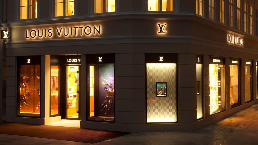 1782b7e99456 louis-vuitton-магазины-dk-louis-vuitton -копенгаген--StFi_Louis_Vuitton_COPENHAGUE_349_2_v2_DI3