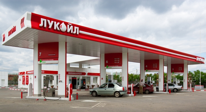 Компания Lukoil Moldova объявила в среду о снижении цен на нефтепродукты