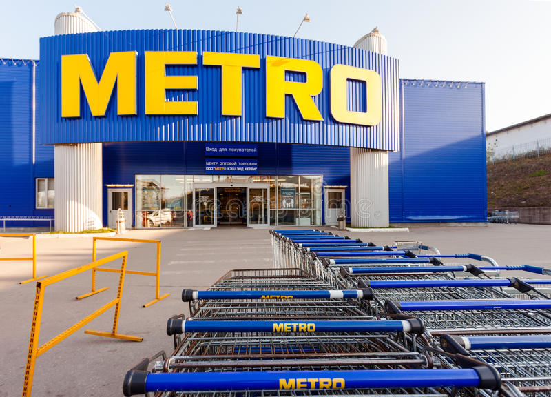 metro-cash-carry-samara-store-russia-september-44999040.jpg